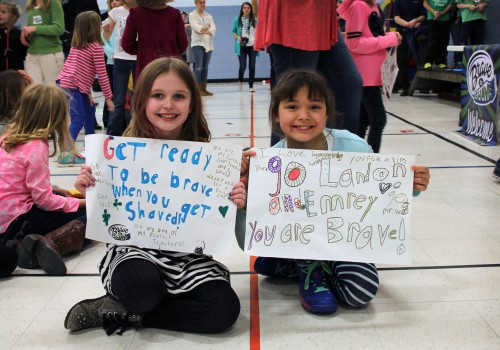 Highland Acres students prepared signs to help cheer on their teachers and classmates.