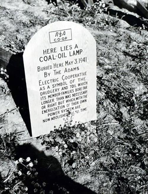 2018-kerosene-lamp-tombstone